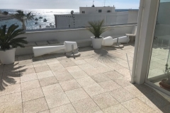 Adjustable pedestal for paving terrace