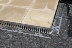 Aluminium edging for green roofs