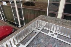 Aluminium edging for green roofs