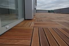 Cumaru timber tiles on pedestals up to door threshold