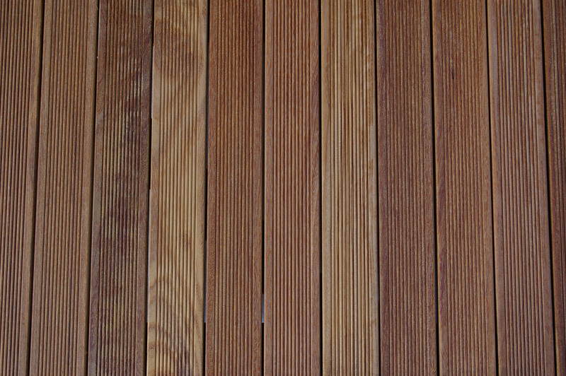 An image of a Ipe hardwood decking tile
