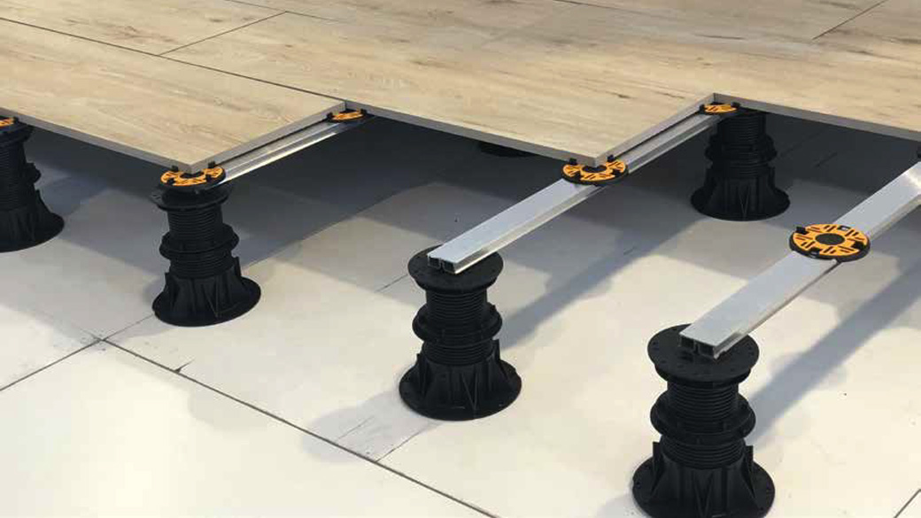 Pedestal Aluminium Rail with pedestals and porcelain tiles