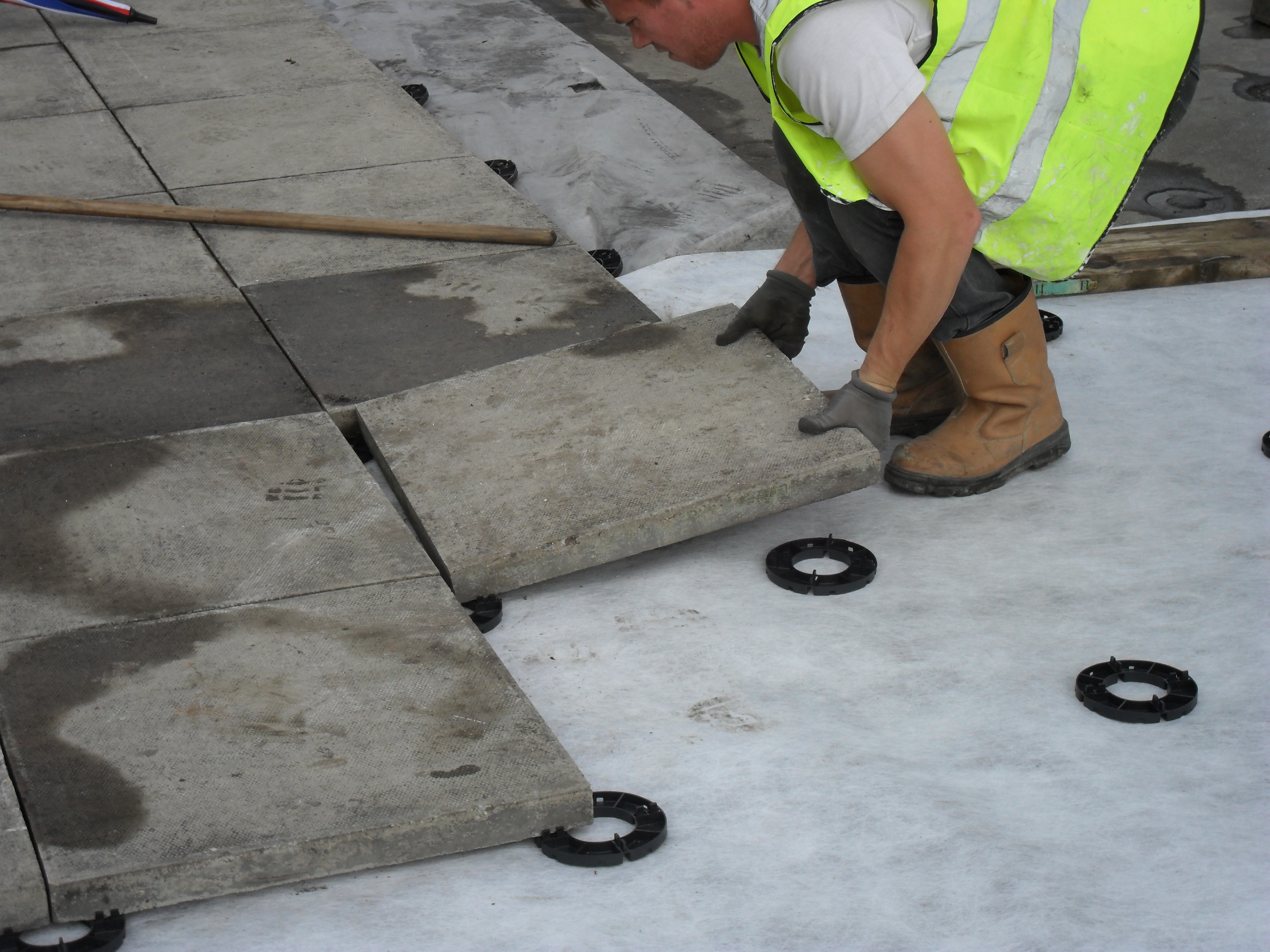 How to lay paving onto pave pads
