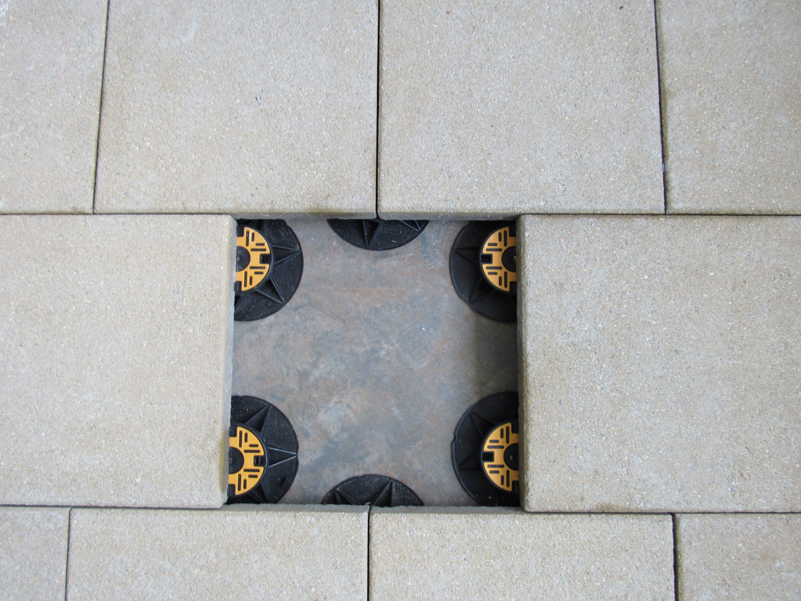 Universal pedestals for paving and decking - supporting paving slabs staggered pattern 4
