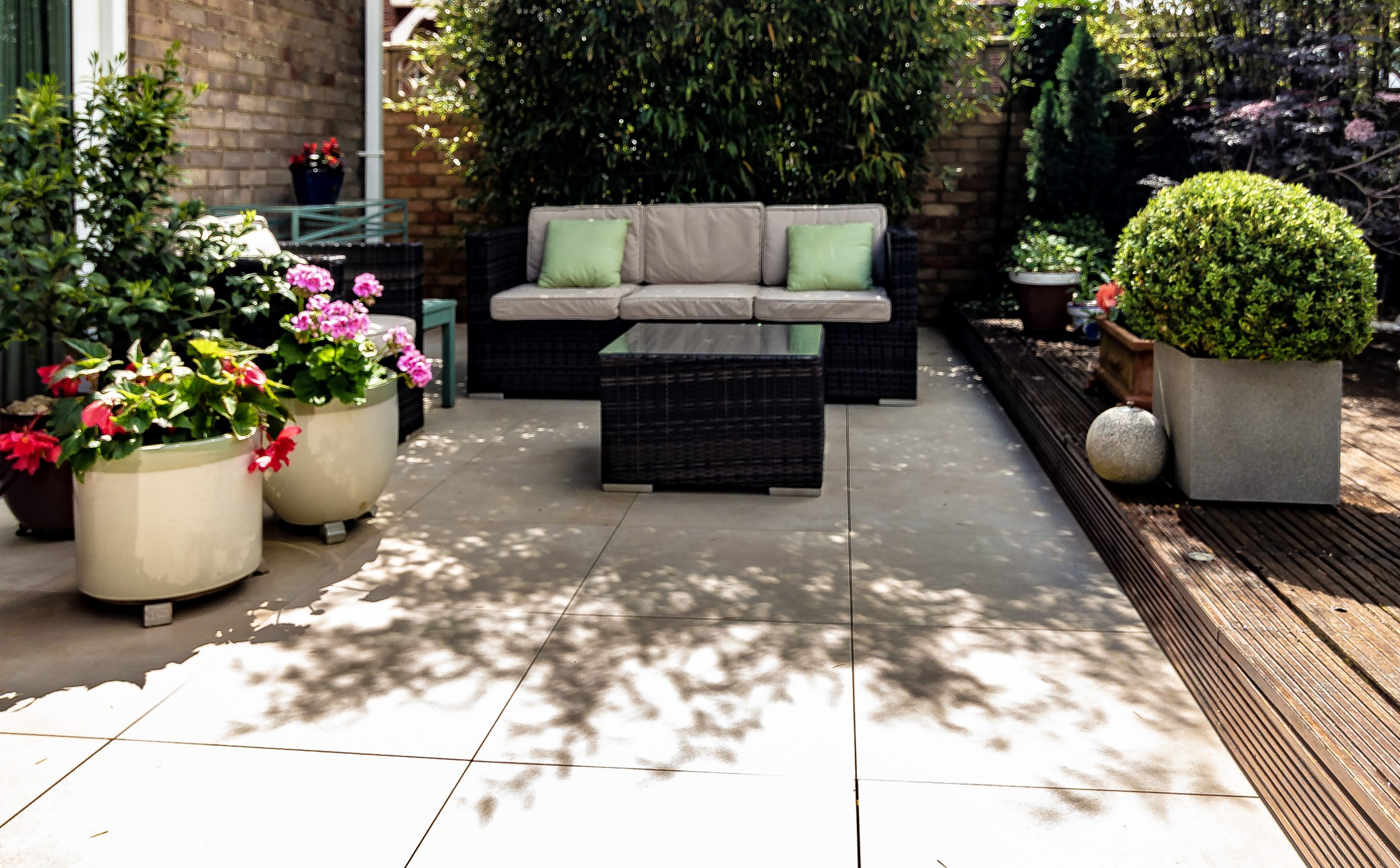 architectural feature patio with pedestals