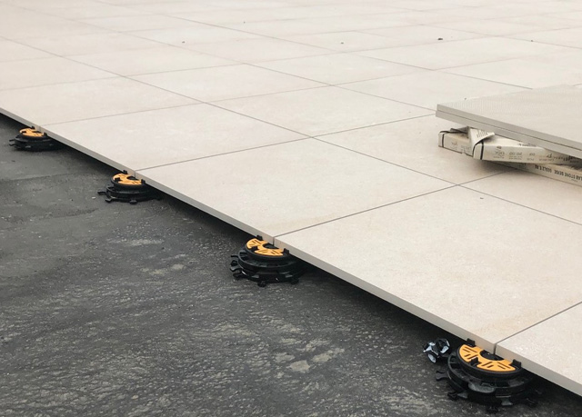 Mini-Balance-25-50mm-self-levelling-paving-support-pads-cropped