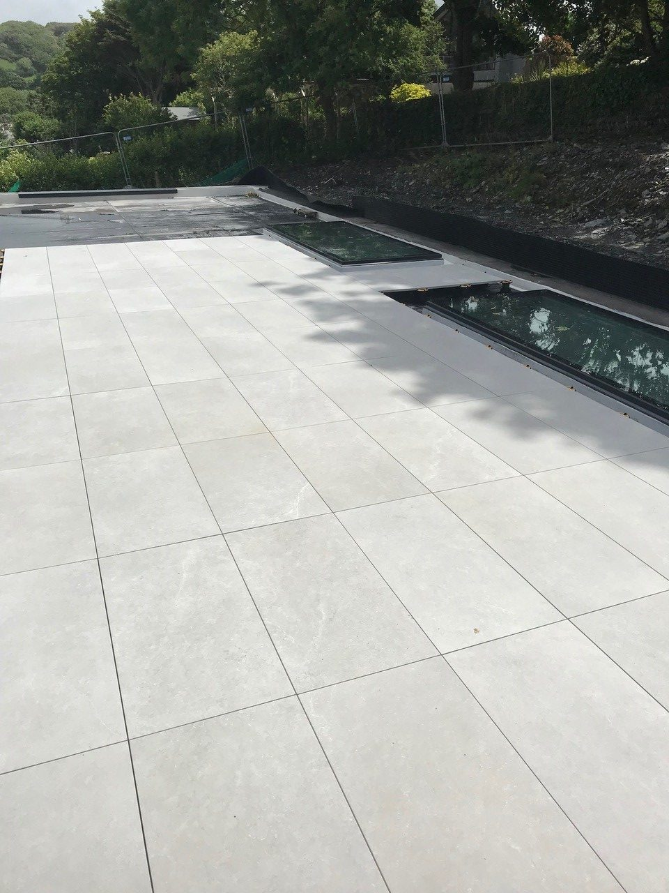 Balance self-levelling pedestals with porcelain tiles complete