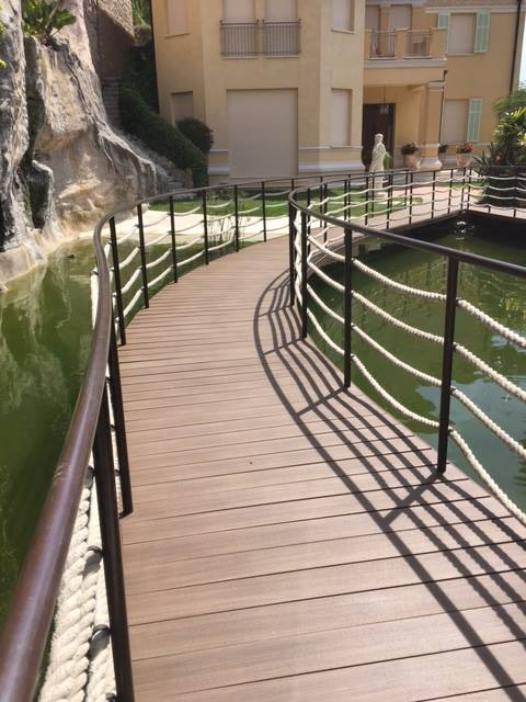 iDecking EasyClick conposite decking on curved walkway