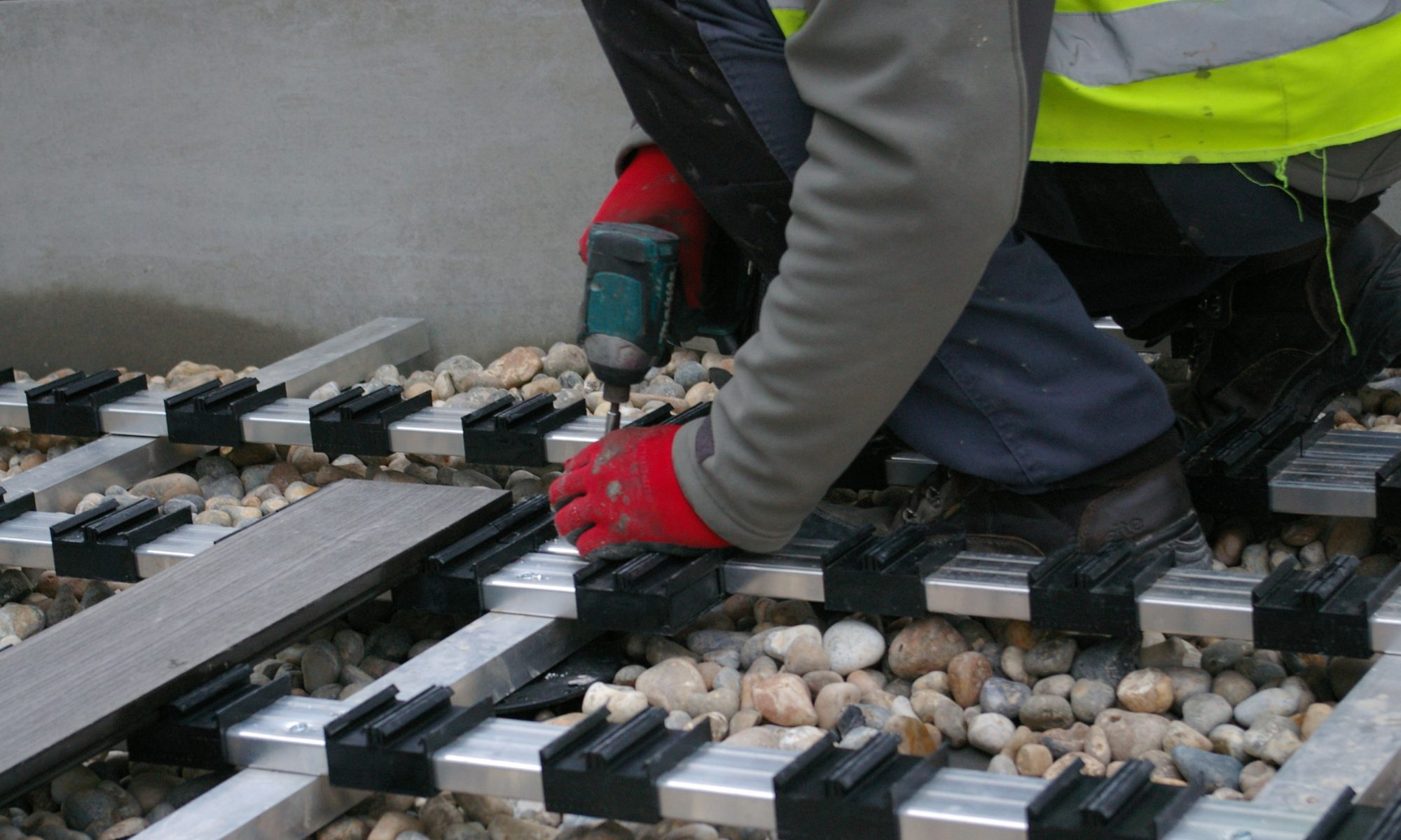 iDecking composite decking fixing joists 4