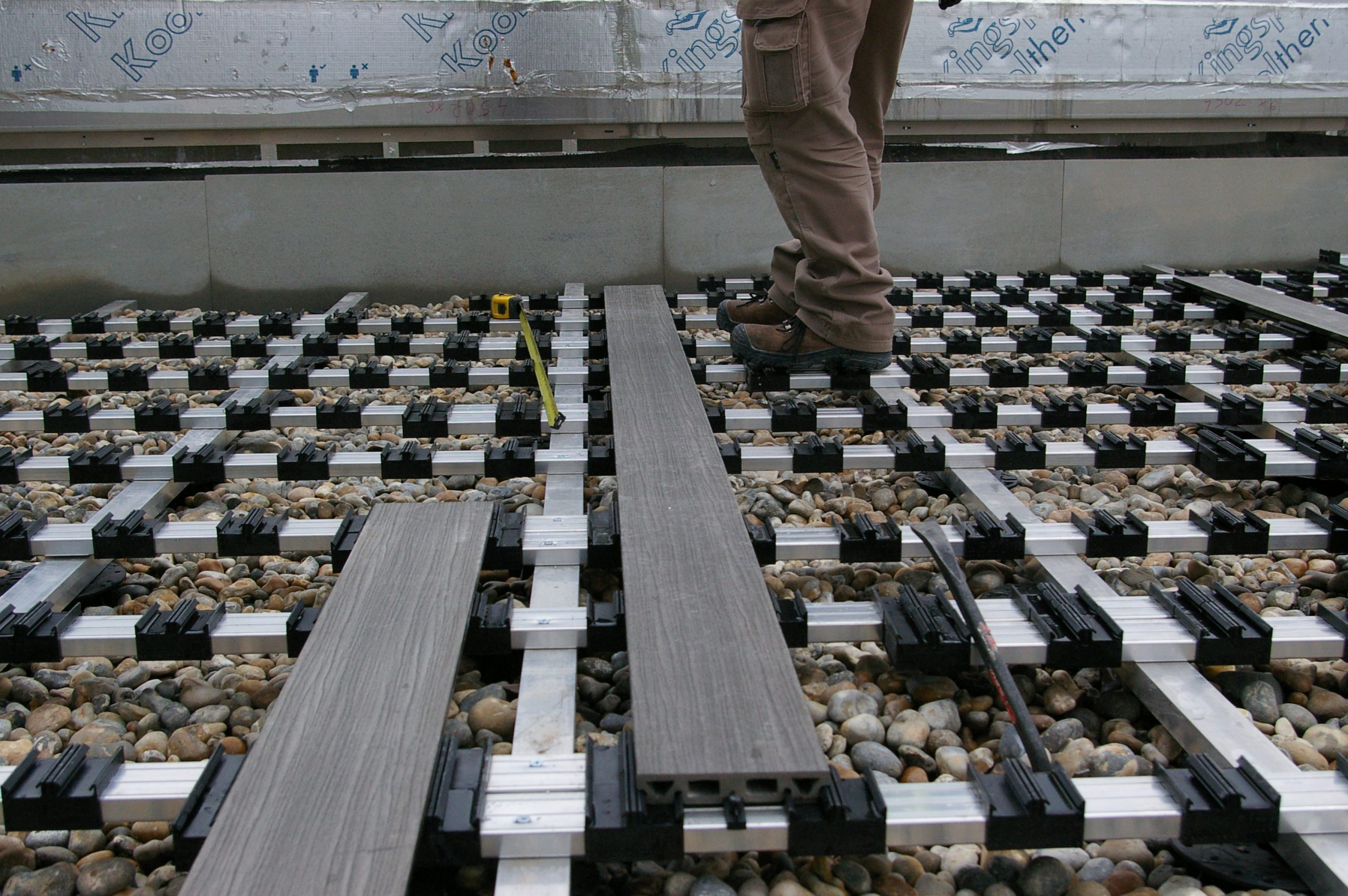 idecking composite decking with aluminium joists 1