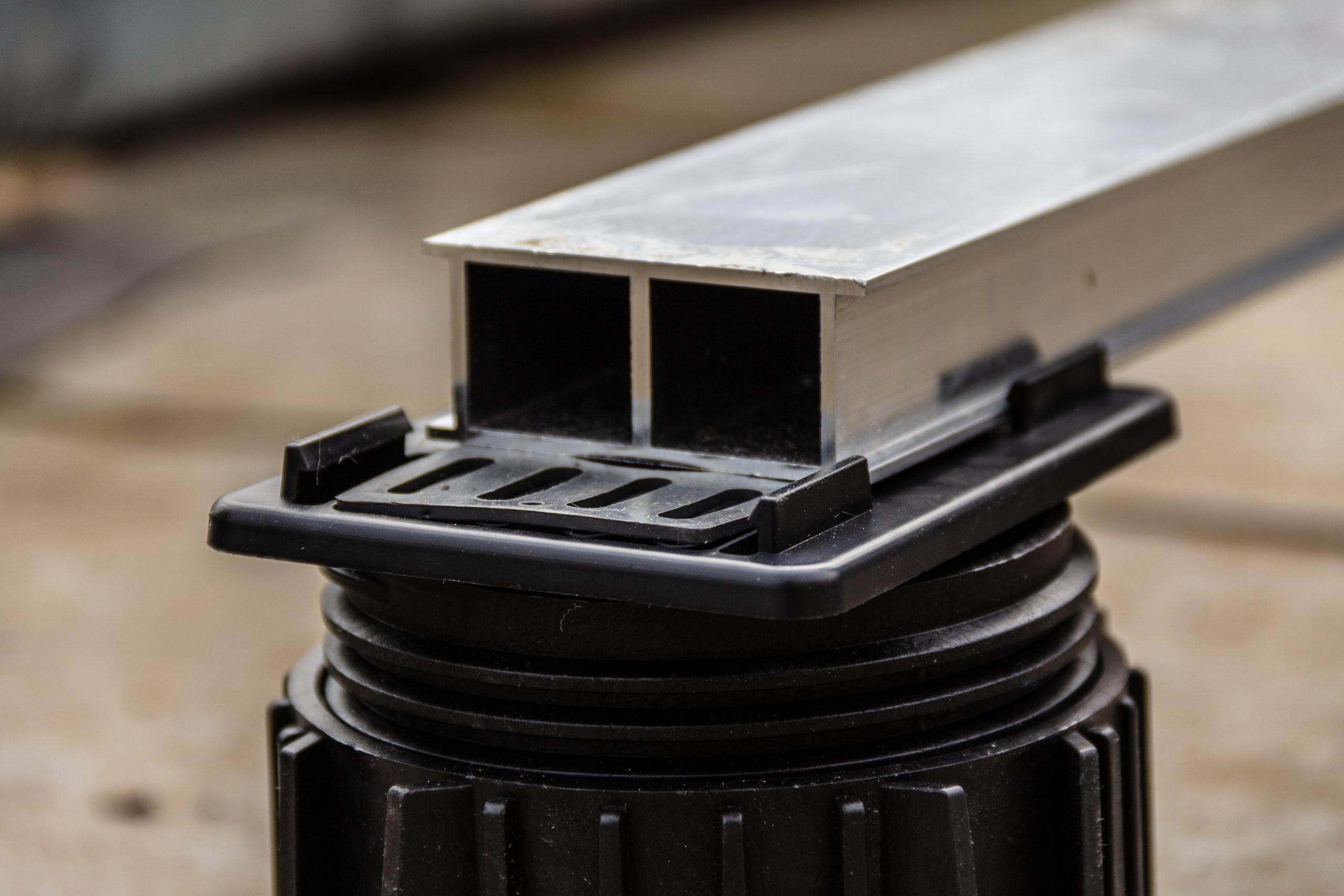 Mega Balance adjustable pedestal and aluminium rail