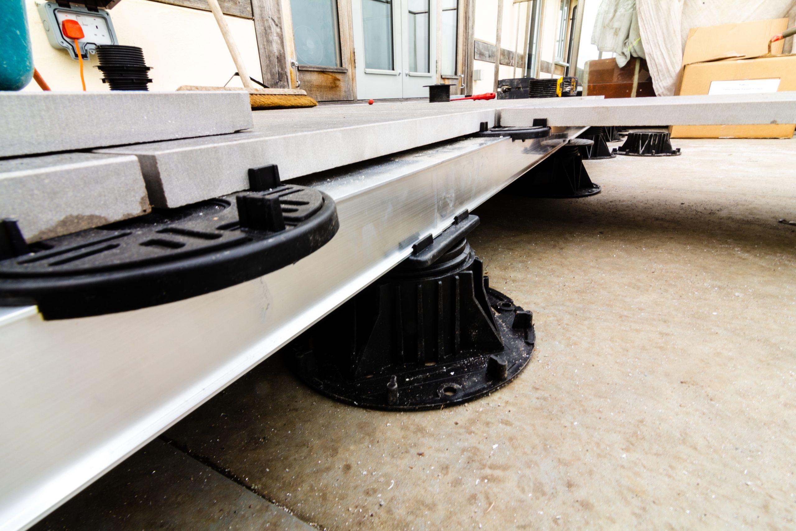 Mega Balance adjustable pedestal rail and top head