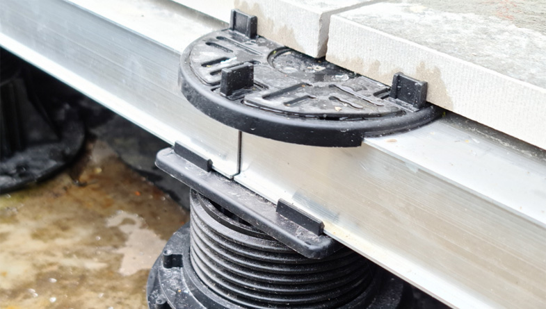 Mega Balance self levelling adjustable pedestal for rail complete build up